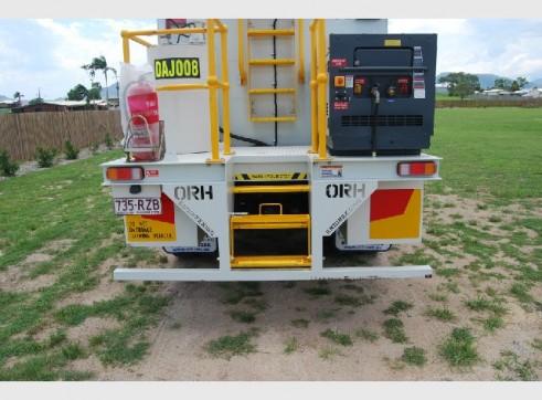 2011 Isuzu Service Truck 3