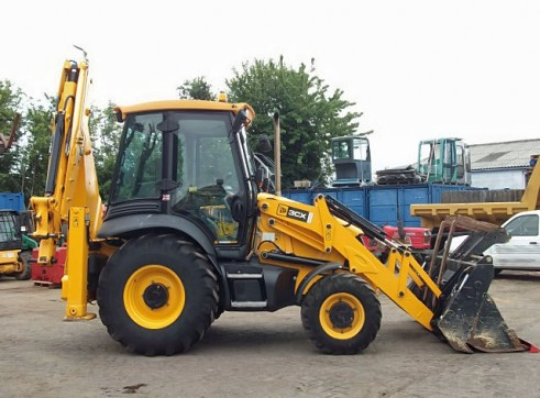 2011 JCB 3CX Backhoe 1