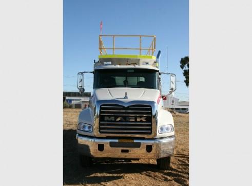 2011 Mack Granite 8x4 ST415 Service Truck (H6520)