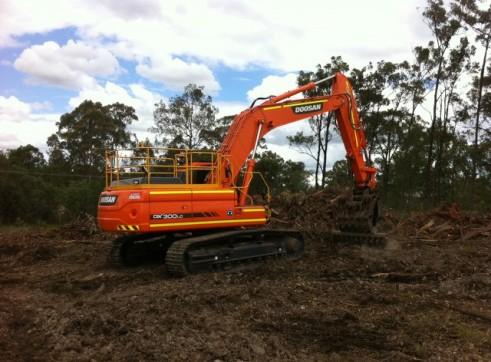 2012/2013 Doosan DX300LC 30t Excavator 2