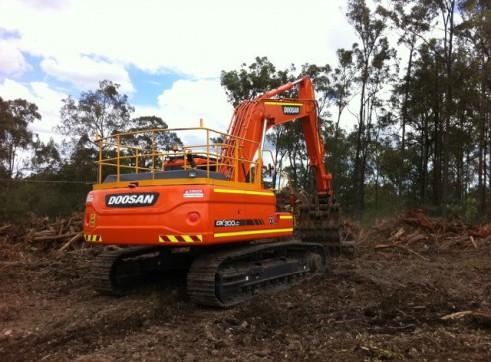 2012/2013 Doosan DX300LC 30t Excavator 3