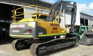 2012 29t VOLVO EC290CLC Excavator 1