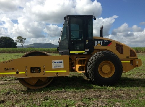 2012 Cat CS67 Vibrating Roller 2