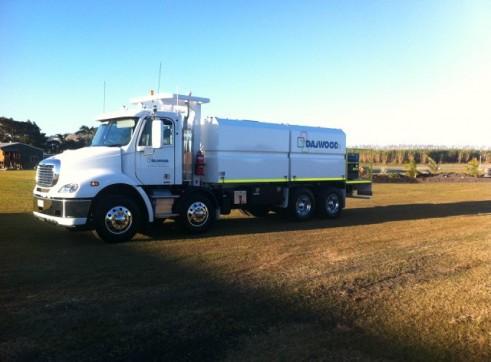 2012 Freightliner 8x4 Service Truck 2
