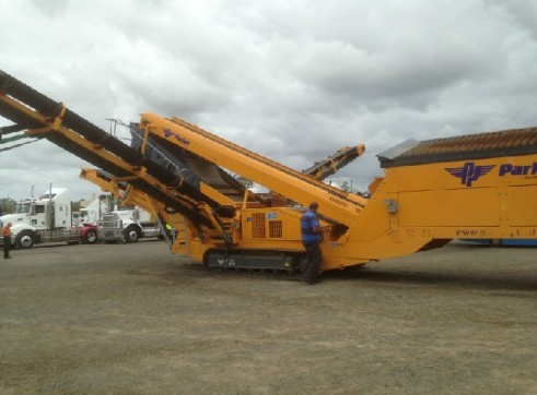 2012 Parker Deck Crawler Screening Plant 1