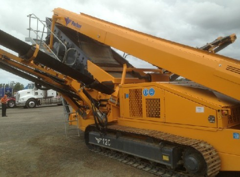2012 Parker Deck Crawler Screening Plant 3