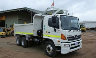 2013 11m3 HINO 500 + 2628 Tipper Truck 1