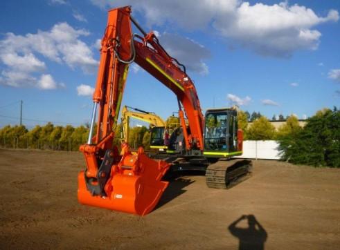2013 24t HITACHI ZX225USLC-3 Excavator