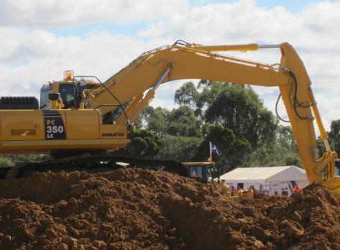 2013 36t KOMATSU PC350LC-8 Excavator