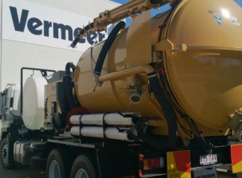 2013 8000 l Vermeer Vacuum excavator on Isuzu fvz 1400 truck  2