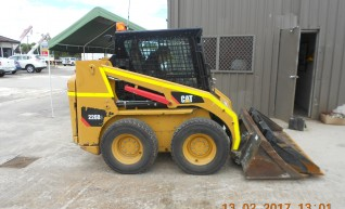 2014 Caterpillar 226B Skidsteer Loader 1