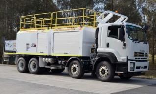 2014 Isuzu FYH 2000 8x4 Service Truck - 9000L 1