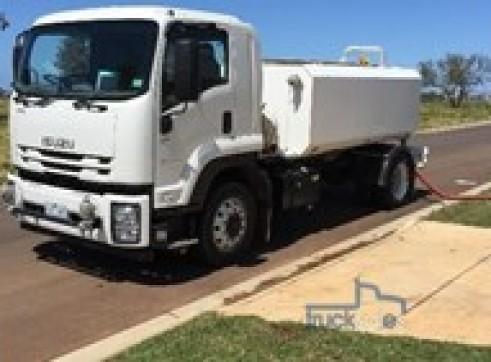 2017 Isuzu 165-300 8,000lt Water Truck  1