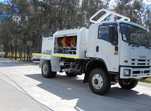 2017 Isuzu FTS800 4x4 Service Truck 4,100Lt Diesel & 7 x 400 Lt Oils  1