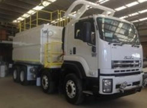 2017 Isuzu FYH2000 18,000 Lt 8x4 Mine Spec Water Truck  1