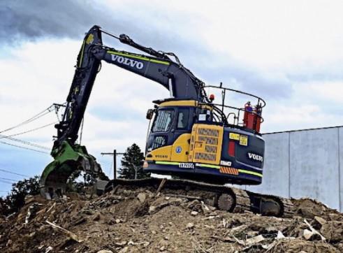 23.5T 2017 Volvo ECR235CL Excavator w/GPS - zero swing