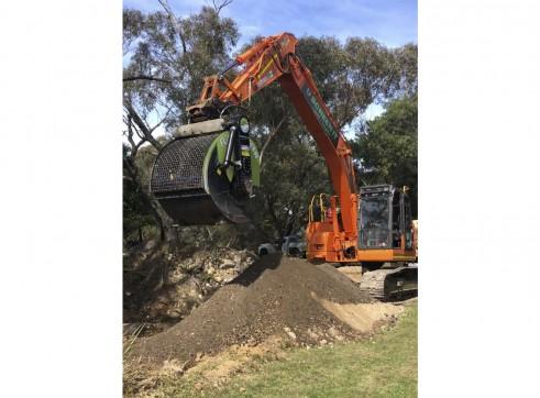 23.5T Doosan Excavator w/FlipScreen 1