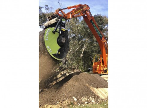 23.5T Doosan Excavator w/FlipScreen 2