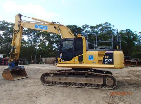 23T Komatsu Excavator - PC220LC 1