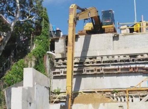 24 T  18 METER Long reach Excavator  2