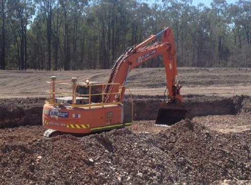 24T ZX240LC Hitachi Excavator 1