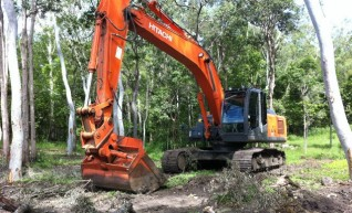 24tn Hitachi Excavator  1