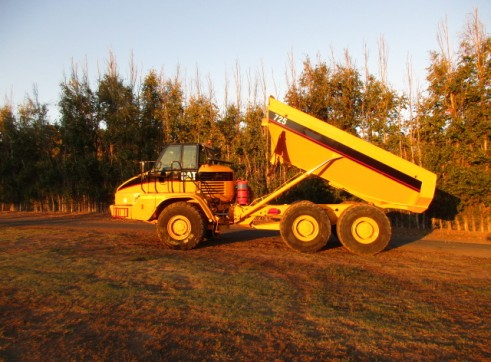 25T Cat 725 Dump truck Moxy for dry hire Available NOW 1