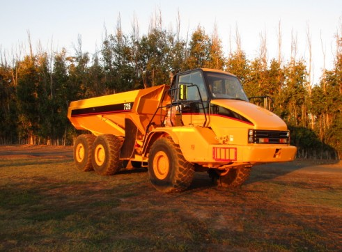 25T Cat 725 Dump truck Moxy for dry hire Available NOW 4