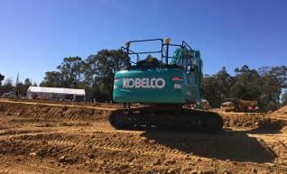 25T Kobelco Excavator 1