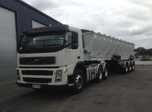 26.5 Tonne Live Bottom Semi-trailer 2