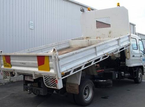 2WD 5 Tonne Dual Cab Tipper Truck, manual 4