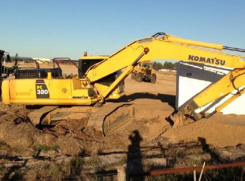 2x KOMATSU 300-7 Excavator 1