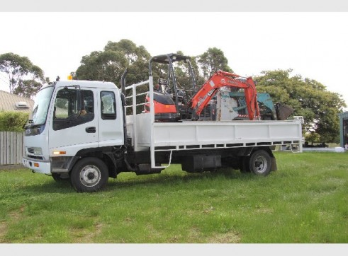 3 tonne excavator and bobcat combo with tipper 1