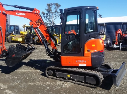 3.5T KUBOTA  Excavator open or aircab 1