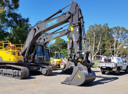 30 T Excavator Volvo EC300DL - 2 Available