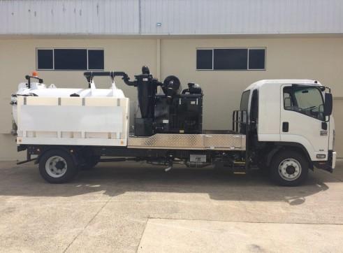 3000L JetVac Hydro Excavation unit mounted on Isuzu FSR850 1