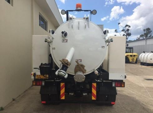 3000L JetVac Hydro Excavation unit mounted on Isuzu FSR850 2