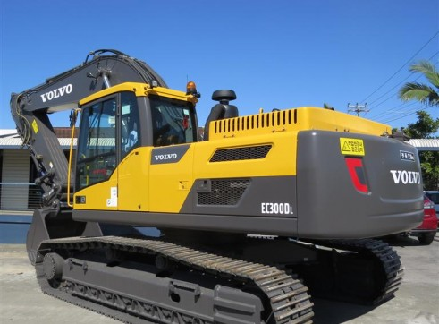 30T VOLVO ECR300DL Excavator 4