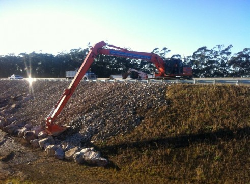 30Tonne Long Reach Excavator 1