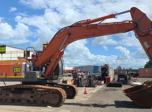 33 Tonne Excavator 1
