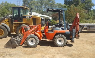 4.5T Kubota R420 Wheel Loader / Backhoe 1