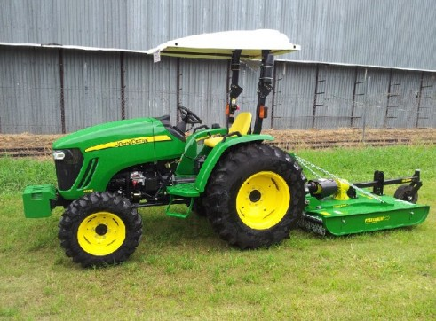 40 HP Tractor 4WD John Deere and Slasher 1