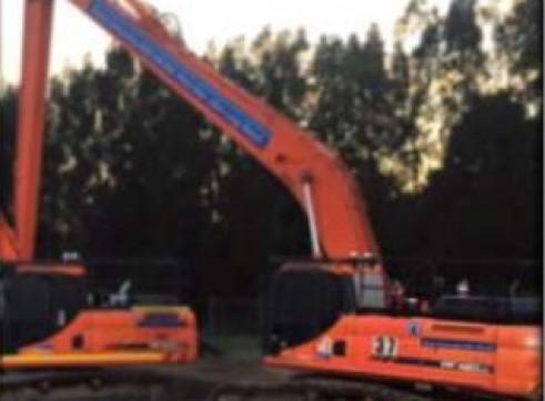 42 Tonne Long Reach Excavator 1