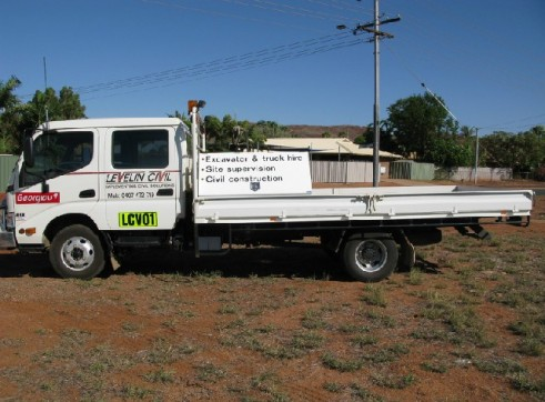 4T dual cab truck with 7 seats 1