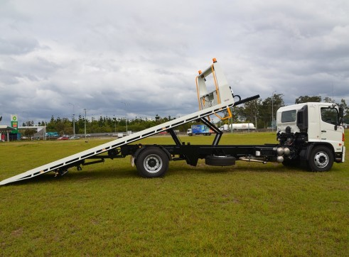 4x2 Tilt Tray Truck  3