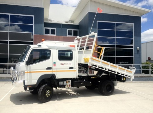 4x4  Canter Crew truck 1