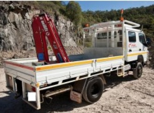 4x4 Dual Cab Flatbed Crane Truck