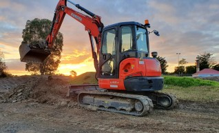 5 Ton Excavator - Closed Cab 1