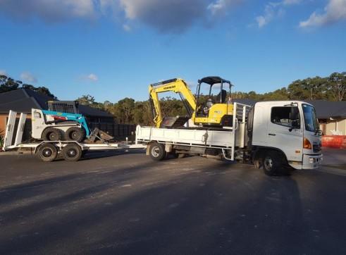 5 Tonne Excavator & Bobcat Combo  1