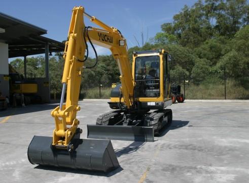5.7T Yuchai YC55-8 5 tonne Excavator 1